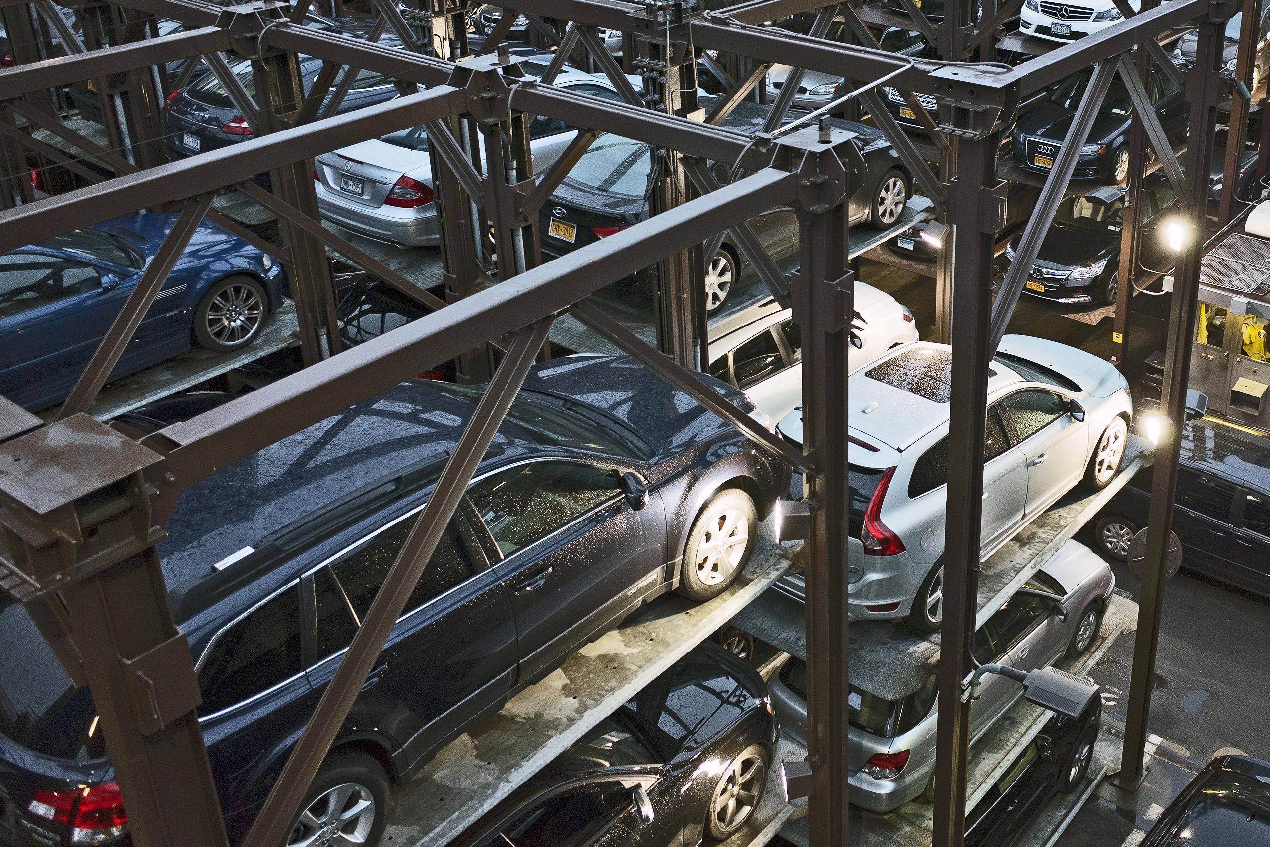 Car storage/parking; New York City, New York | Photo: Matthias Ries