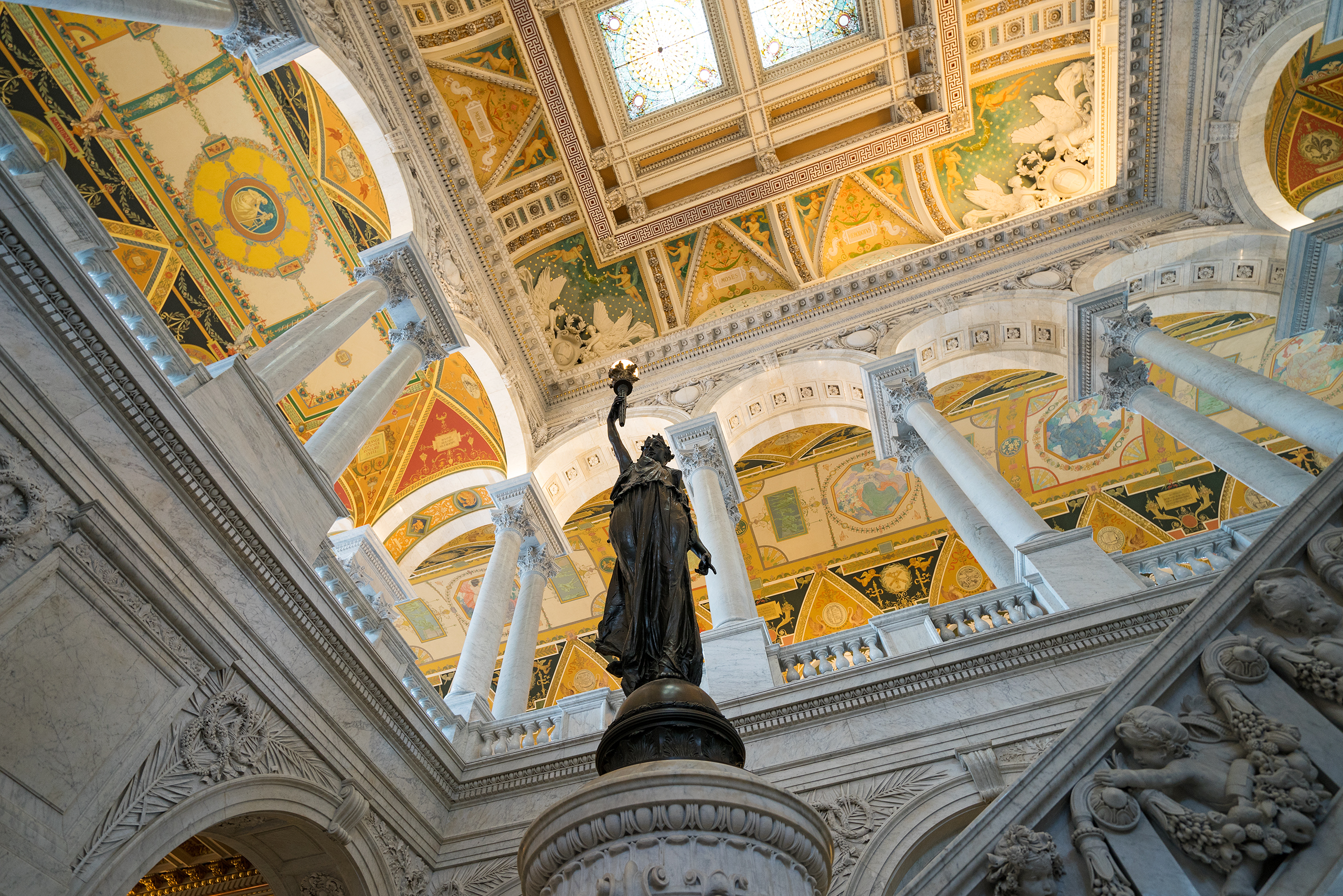 Entrance Hall of the Jefferson Building –  The Library of Congress | Photo: Matthias Ries